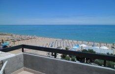 Výhled na moře z terasy střešního apartrmánu