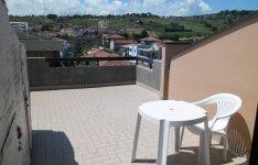 Výhled do vnitrozemí z terasy střešního apartmánu